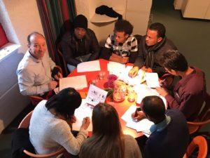 Flüchtlinge im Deutschkurs in der Erlöserkirche
